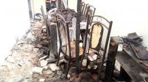 Moradores viajam e casa é incendiada em Barra de Santa Rosa
