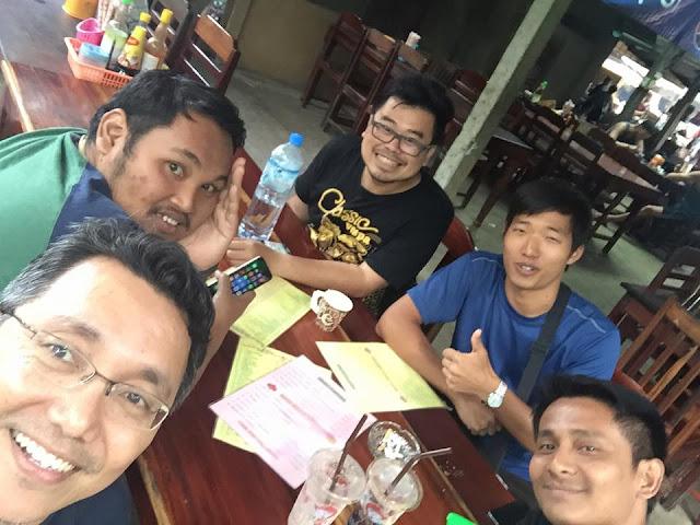 Teman jalan di Luang Prabang, Agus Suut, Arman, Razdan, Yechan dan Tukang Jalan Jajan