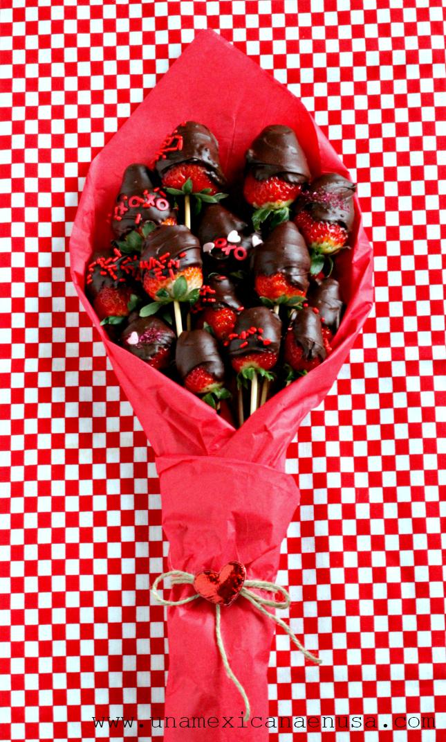 Ramo de rosas -fresas con chocolate- para el día del amor y la amistad  by www.unamexicanaenusa.com
