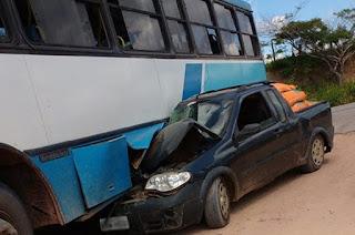 http://vnoticia.com.br/noticia/1359-colisao-entre-carro-e-onibus-de-estudantes-deixa-homem-e-aluna-feridos-em-sfi