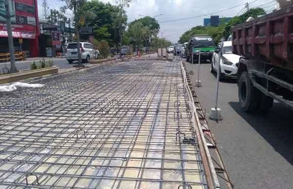 proyek betonisasi ganggu pengguna jalan cipto kota cirebon