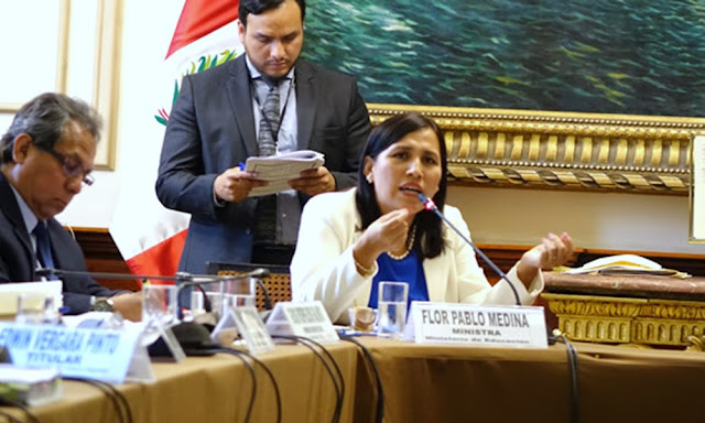 Ministra Flor Pablo rechaza indignada contenidos inapropiados en texto escolar