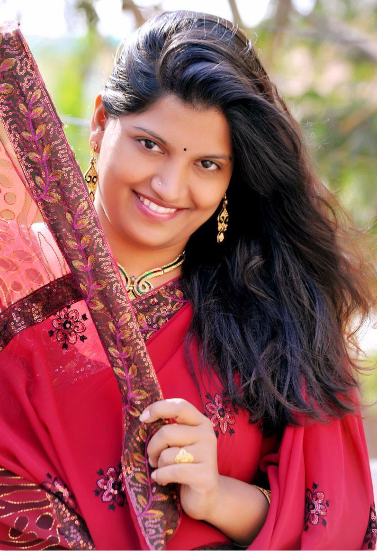 Beauty Galore HD : Telugu Actress Haritha In Red Saree