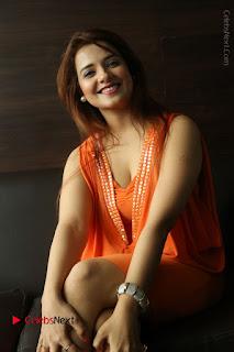 Actress Saloni Aswani Pos in Short Dress at Meelo Evaru Koteeswarudu Movie Interview  0192.JPG