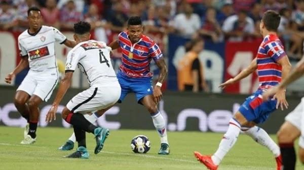 Destaque do jogo para o atacante Júnior Santos, autor de dois gols do Fortaleza