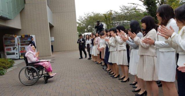 Bu Nyai Shinta Nuriyah Jelaskan Islam dan Perdamaian di Universitas Soka Jepang.