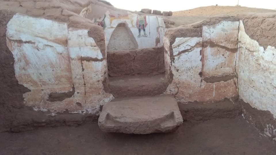 Roman Tombs Discovered In Egypt's Dakhla Oasis - image Egypt-01 on https://universegap.com