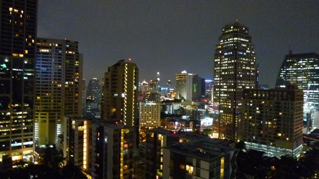 Skyline nocturno de Bangkok