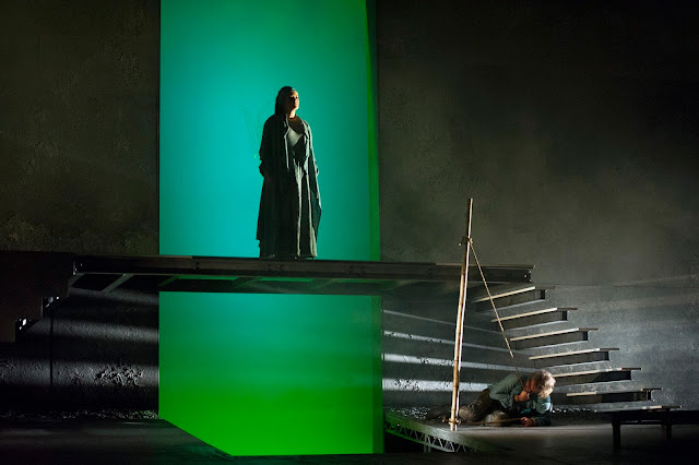 Iphigénie (Catherine Carby), Oreste (Grant Doyle) // Iphigénie en Tauride, English Touring Opera. Photo: Richard Hubert Smith