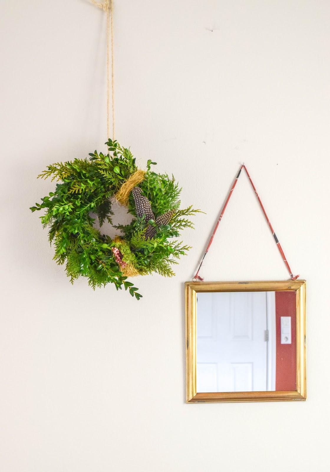 DIY Kranz selbermachen für Frühling. Frühlingskranz einfach selbstgemacht aus Thuja Buchs. Natürlich Deko, dekorieren
