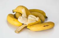 Menghilangkan flek hitam dan bekas jerawat dengan masker pisang