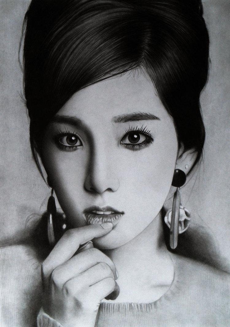 Retrato a lápiz de mujer asiática