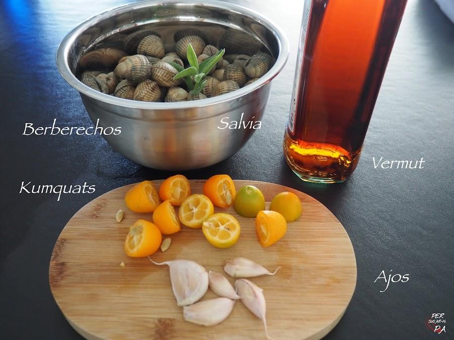 Berberechos al vapor, aromatizados con kumquats, salvia y vermut