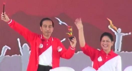 Peringatan Hari Anak Nasional 2017 di Pekanbaru, Presiden Jokowi Main Atraksi Sulap untuk Hibur Anak-Anak