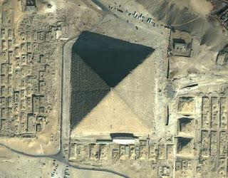 الصور عن الاهرامات من الداخل