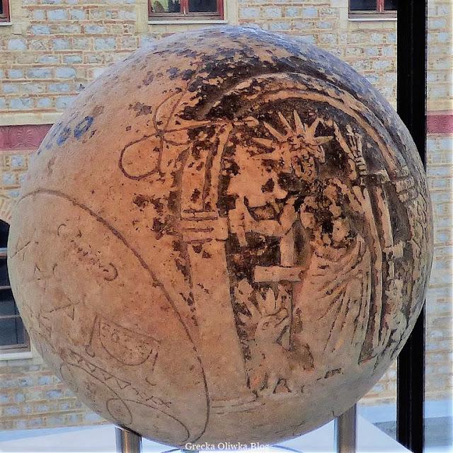 Marmurowa, magiczna grecka kula, Muzeum Akropolis