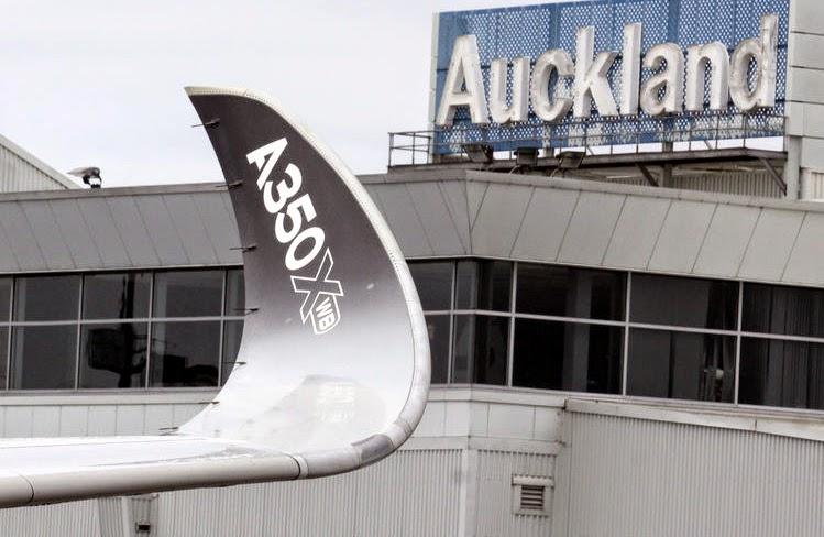 best sneakers 2a294 919d8 ... är på jorden-runt uppvisning, ett rent segertåg tror jag vi kan  sammanfatta det som. På den övre bilden är hon i Auckland, efter en flygning  från Sydney ...