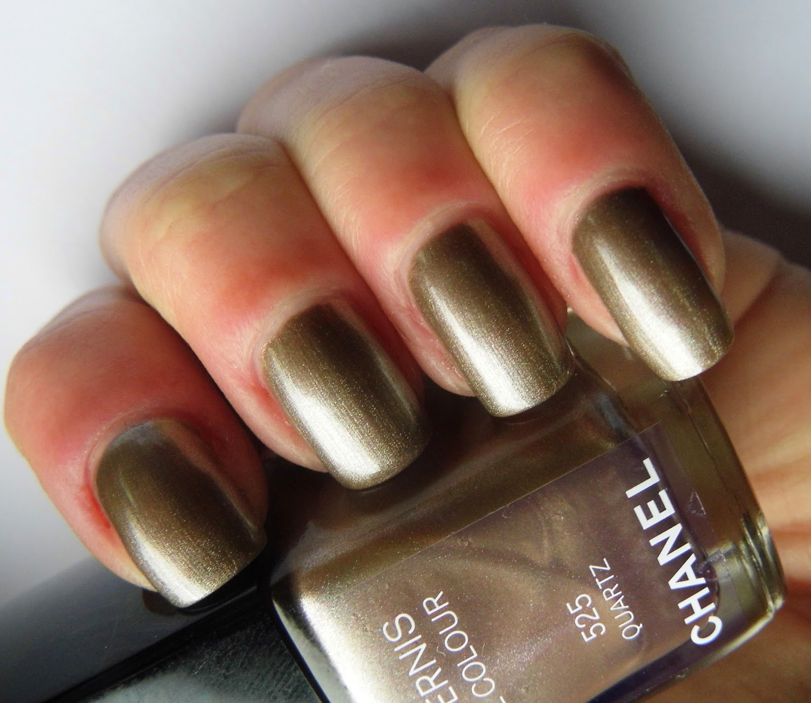 chanel-quartz-nail-polish-swatch-picture