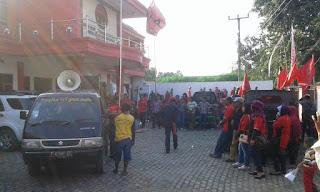 Mosi Tidak Percaya, Empat PAC PDI Perjuangan Lakukan Demo