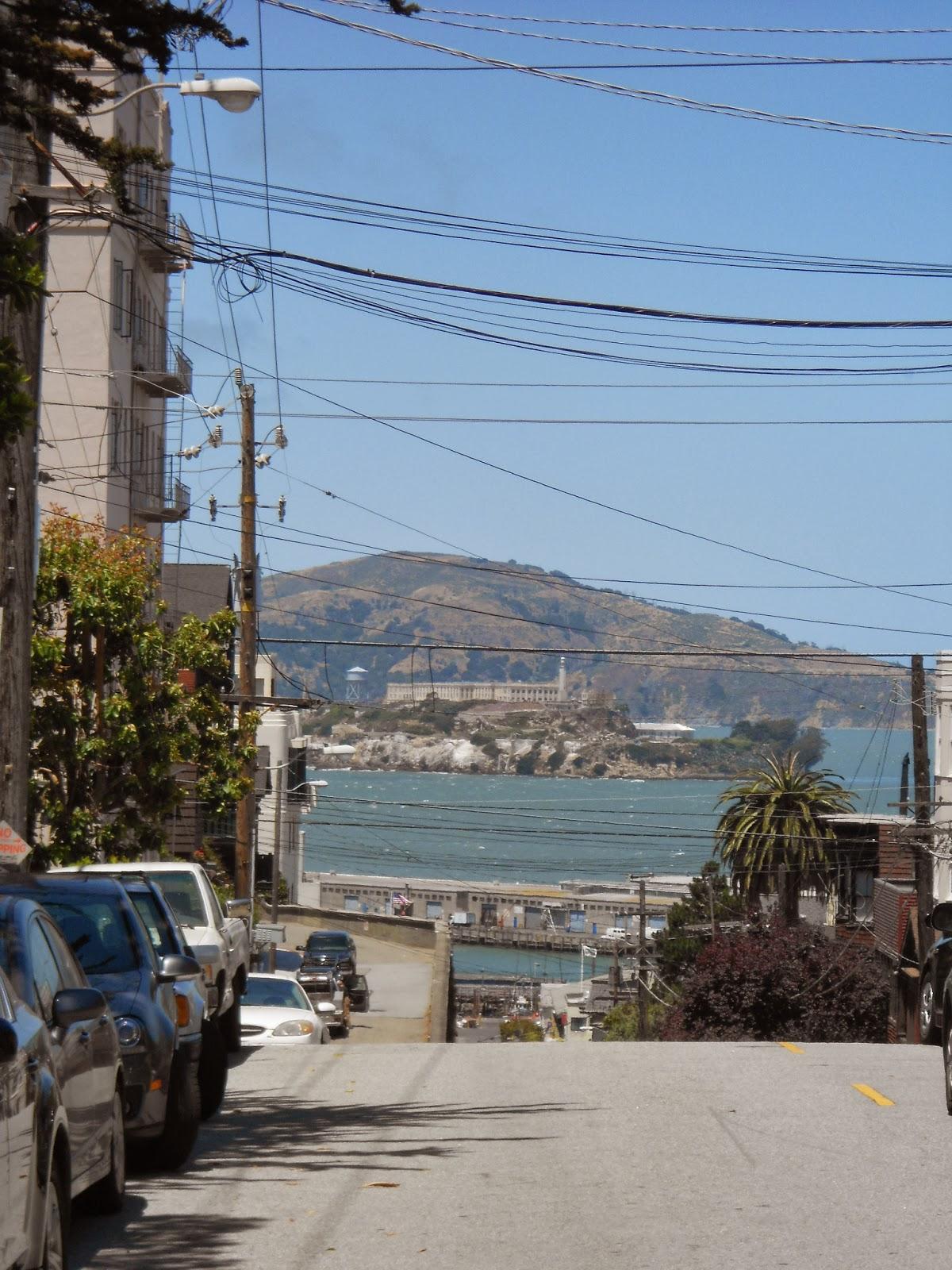 Alcatraz ao fundo