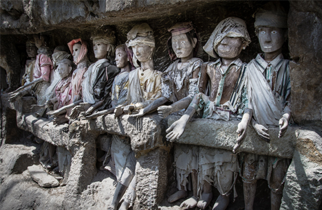 Tau-tau atau Patung Suku Toraja