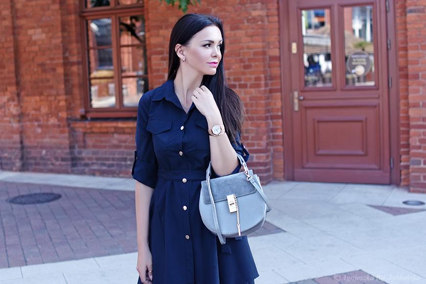 f091d375a1 Szmizjerka to nic innego jak koszulowa sukienka przewiązana w talii  paskiem. To uniwersalny fason