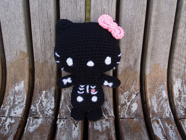 crocheted singing bone hello kitty amigurumi