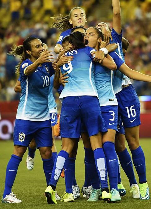 Nike lança camisa reserva da Seleção Brasileira feminina de futebol ... b04b15be1649b