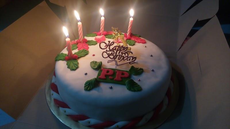 Simple Christmas Theme Birthday Cake