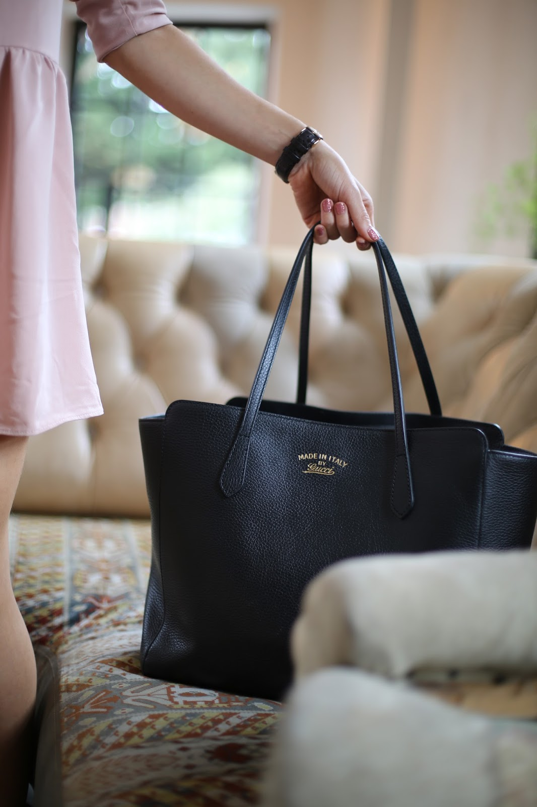 gucci black medium swing bag