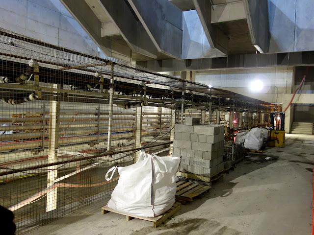 Voilà, on est sur le quai nord... mais il faudra attendre 3 ans encore pour voir la première rame de métro...