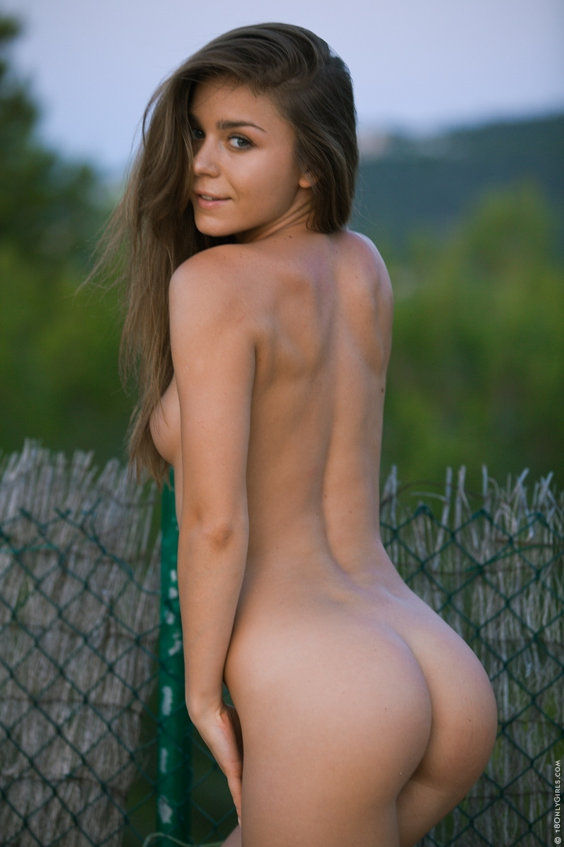 Nude photos of amy lyn