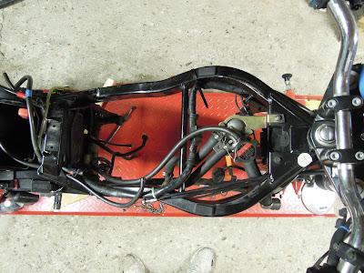 Une autre vue de la CB 500 dénudée - Pierre Volpatti