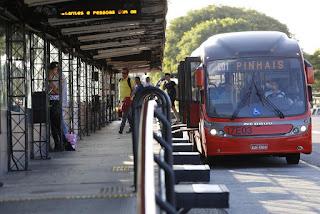 Elemento é detido pela Guarda Municipal de Curitiba (PR) por suspeita de abuso sexual dentro de ônibus