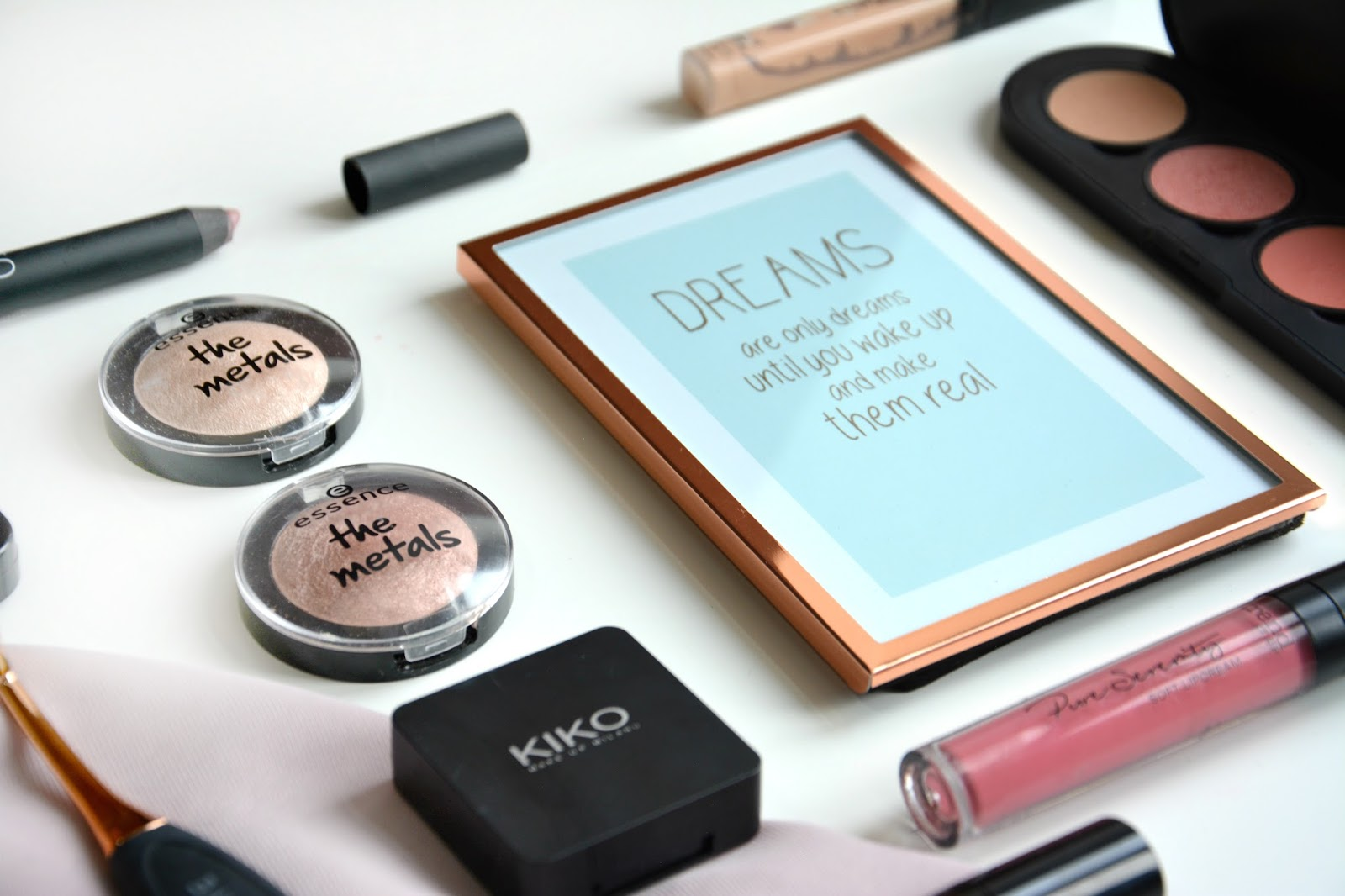 Primark picture frame; Primark Quote; essence The Metals Eye Shadow Rose Razzle-dazzle; essence The Metals Eyeshadow Ballerina Glam; Nars Velvet Matte Lip Crayon Bettina; Kiko Eyeshadow, essence My Must Haves Palette, Trend It Up Comfortable Matte Liquid Lipstick