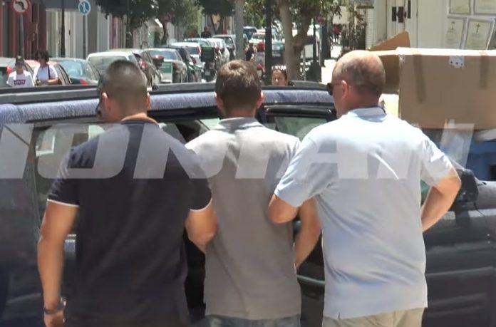 Ζάκυνθος: Ο κόσμος χειροκροτούσε τον 26χρονο πατροκτόνο και του φώναζαν είμαστε μαζί σου (Bίντεο)