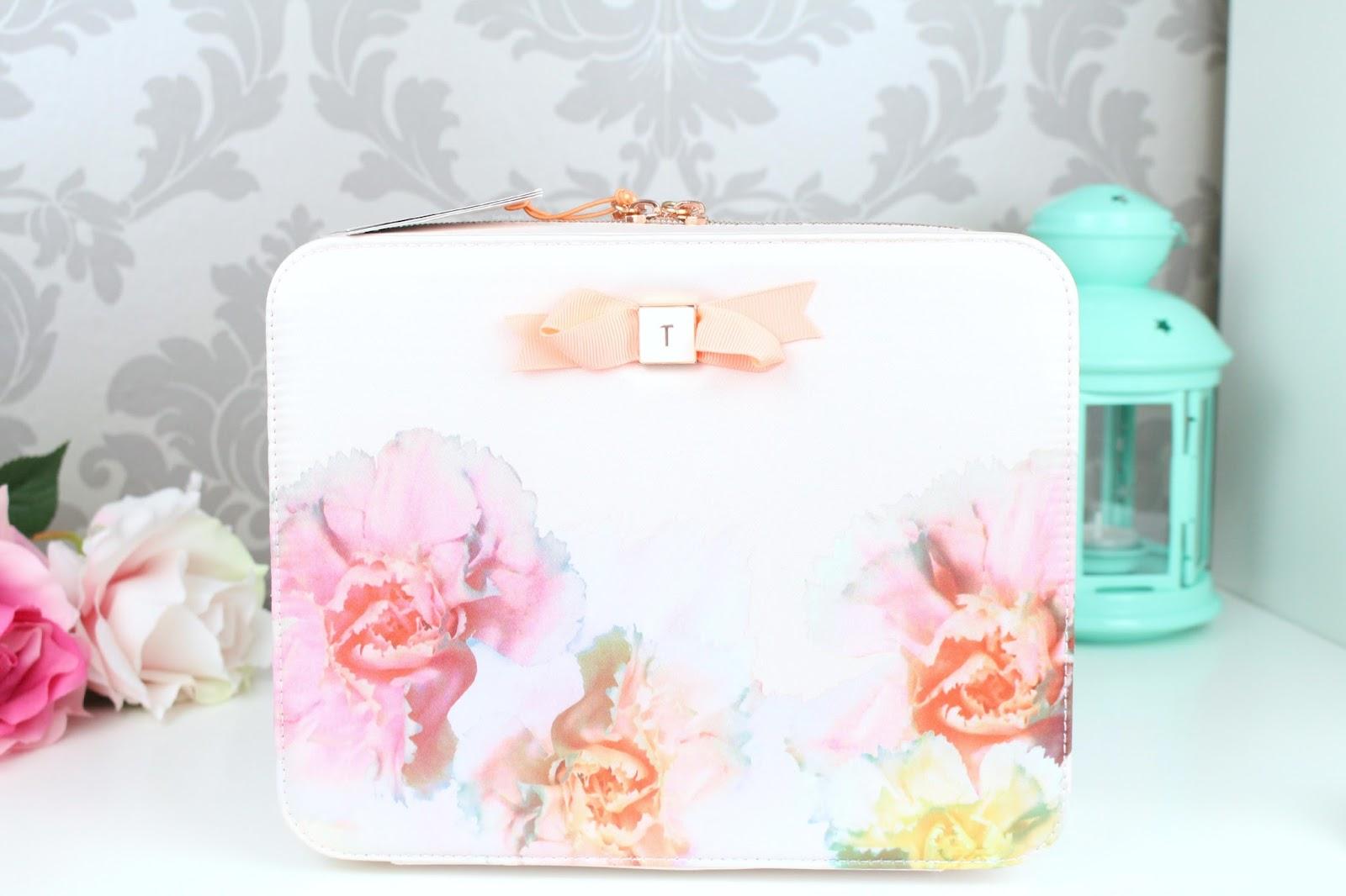 buy popular b0b8b 93a33 Ted Baker Handbag And Purse Set