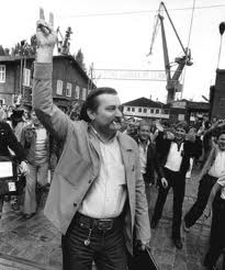 Lech Walesa giving victory sign - Solidarnosc 1980