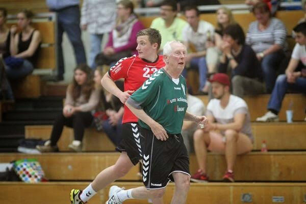 jugar a los 81 porque faltan jugadores | Mundo Handball