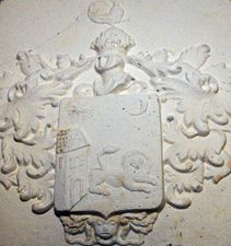 Blazon von Hannenheim prezent pe zidul casei din Sibiu