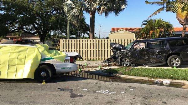 La policía informó que el SUV del pelotero cubanoamericano fue golpeado por un carro de la policía de Miami que había sido robado por un hombre no identificado.