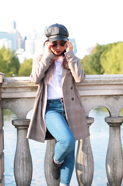 This is a photo about how to style Plaid Coat with Beret Hat, Jeans and Black Boots from www.sidneyscarlett.com by Sidney Scarlett