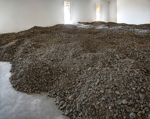 cf1863e04331  Thinking like a drainage basin  essay in the catalogue of the exhibition   Lara Almarcegui. Béton