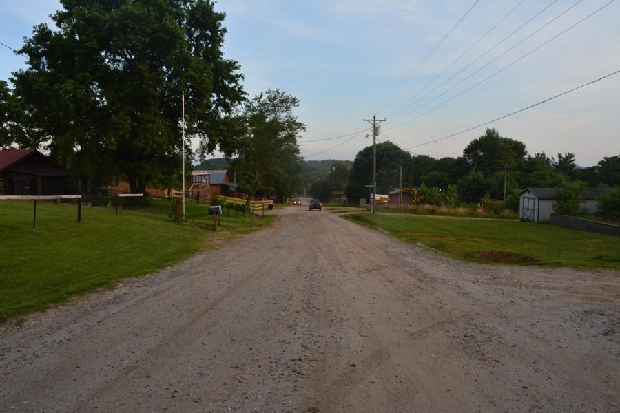 Avenue en terre battue Love Valley