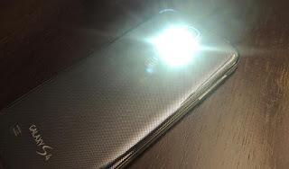 Fungsi Lain LED Flash Android Yang Mungkin Belum Kamu Ketahui!