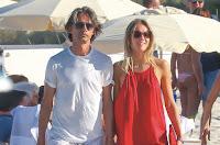 Pippo Inzaghi futuro papà, in vacanza con la fidanzata Angela Robusti col pancino sospetto