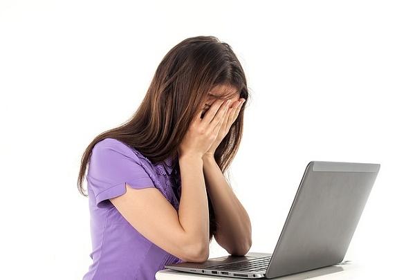 كيف تتجنب إجهاد العين بعد التحديق الى الشاشة طوال اليوم؟