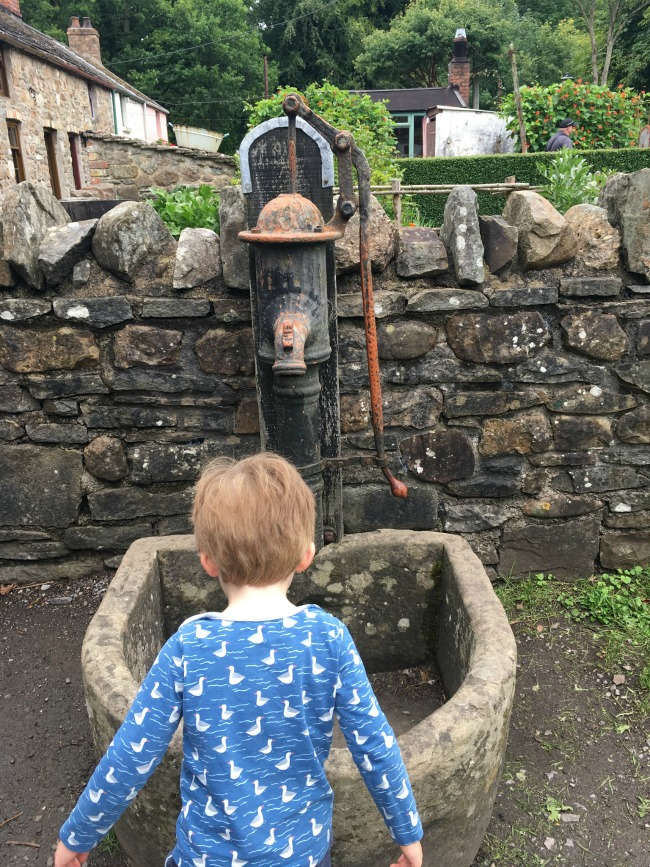 our-weekly-journal-14th-august-2017-toddler-at-fagans-looking-at-water-pump