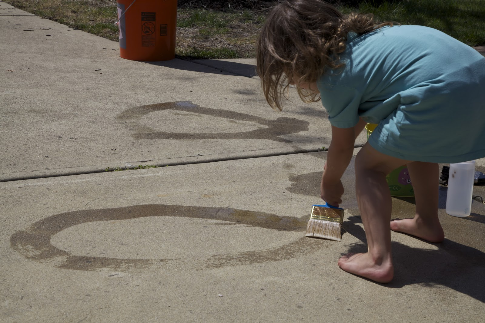 Quot Painting Quot With Water Activities For Children Outdoor