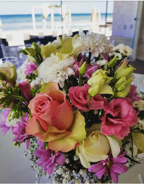 flower arrangements for a beach wedding